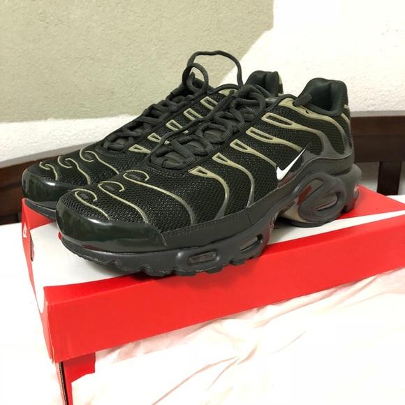 81e6dbffb66 NEW Nike Air Max Plus Men s 8.5